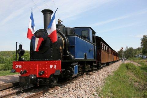 Le train touristique au départ de Pont d''Ouche - CHEMIN DE FER DE LA VALLÉE DE L''OUCHE©CFVO