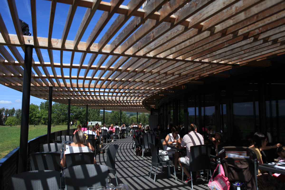Terrasse du Restaurant-self Le Carnyx - MuséoParc Alésia - SEM Alésia © C. Jackymiak