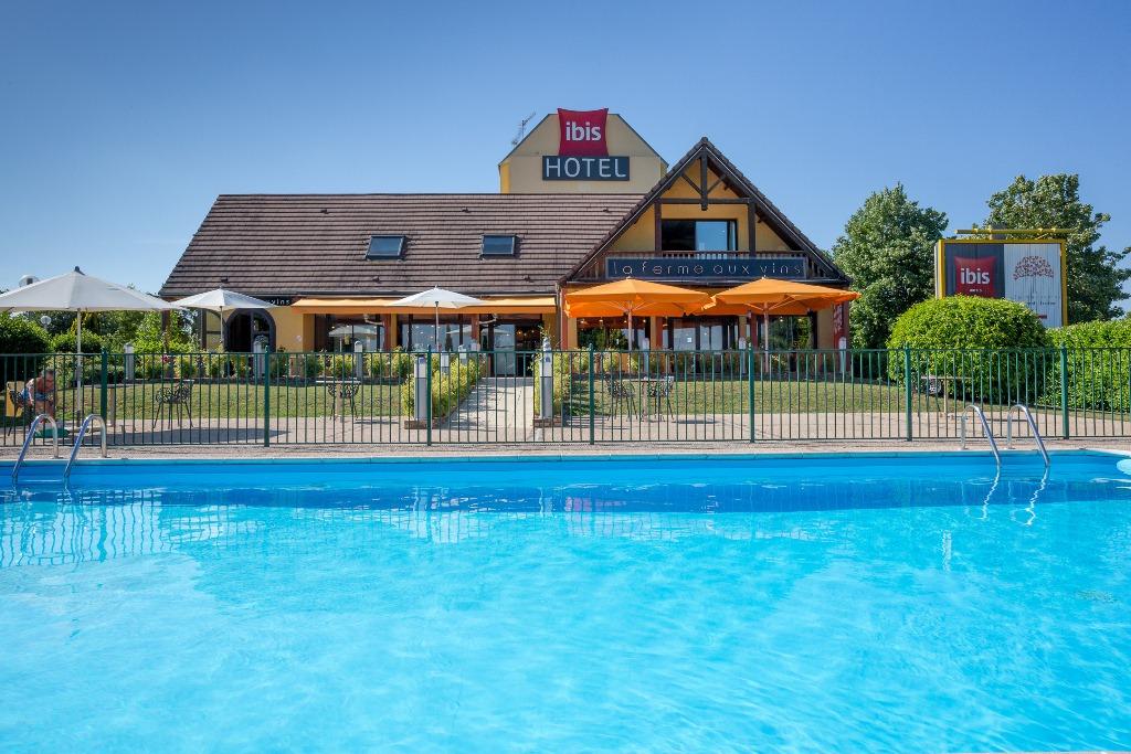 hotel - Ibis Beaune Sud - La Ferme aux Vins © rouge cerise